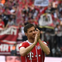 Ancelotti pays tribute after Bayern's beery farewell to Alonso and Lahm