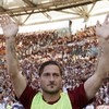 Perotti rescues Roma on Totti's farewell party