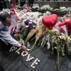 'London stands in defiance': Solidarity at terror vigil