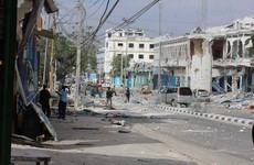Eleven people killed as gunmen hold hostages at Somali city restaurant