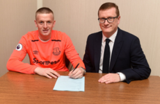 Sunderland's Jordan Pickford signs £25m deal with Everton