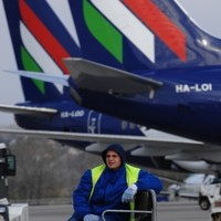 Dublin passengers left to fend for themselves after Hungarian airline collapses