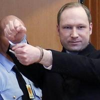 Norway attacks accused Anders Behring Breivik says he 'deserves a medal'