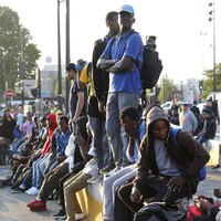 Police move out thousands of migrants sleeping rough in Paris