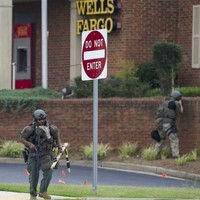 US man who barricaded himself in bank and claimed to have a bomb dies after police stand-off