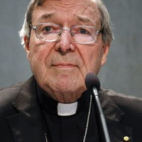 Cardinal Pell returns to Australia to face abuse charges