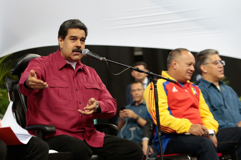 Venezuelan President Nicolas Maduro (L) speaking during a meeting with the 545 elected members of the National Constituent Assembly (ANC), in Caracas