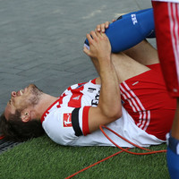 Hamburg's Muller out for 7 months after tearing ACL during goal celebration