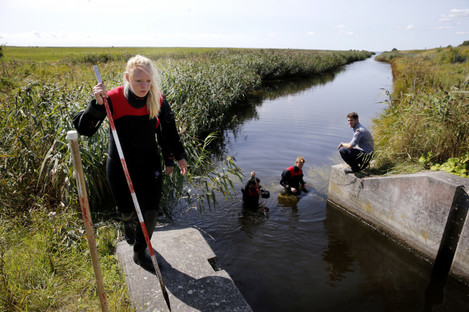 A search for body parts related to the ongoing Kim Wall murder investigation at the west coast of Amager close to Copenhagen yesterday.
