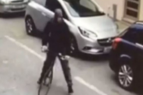 This man was caught on CCTV spraying the victim with acid.