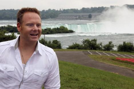 Tightrope walker Nik Wallenda poses near the Niagara Falls in August 2011.