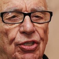Rupert Murdoch flies to UK to deal with escalating newspaper crisis