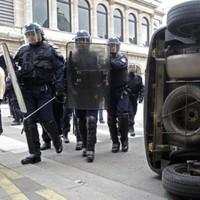 Blockade puts pressure on French fuel supplies amid new terror warning