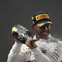 Lewis Hamilton wins crucial, chaotic Singapore GP