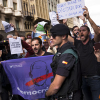 Catalan crisis: 'State of emergency' as Madrid cracks down on referendum by rounding up officials