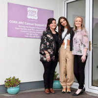 Emily Ratajkowski paid a visit to a cancer support house in Cork after being invited for tea