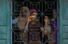10,000 Rohingya on Bangladesh border as exodus reaches half a million
