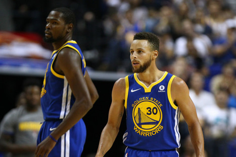 Kevin Durant, left, and Stephen Curry
