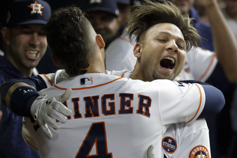 Gurriel celebrates victory with George Springer.
