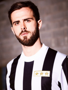 Juventus will wear a humdinger of an old school jersey to celebrate their 120th birthday