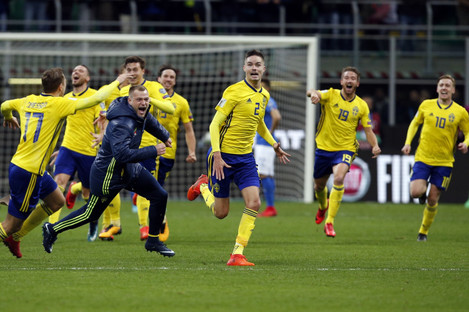 Sweden's players celebrate at the end of the World Cup qualifying play-off second leg against Italy on Monday.