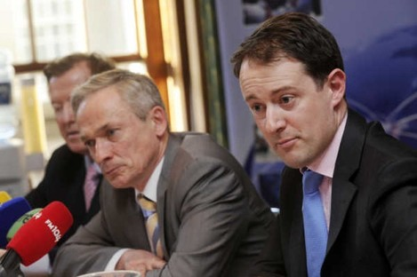 Junior minister Seán Sherlock (right) says a new consultation could render the statutory instrument, signed yesterday by Richard Bruton (left), redundant.