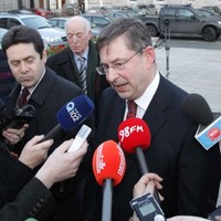 FF parliamentary party holds crunch meeting after Ó Cuív resignation