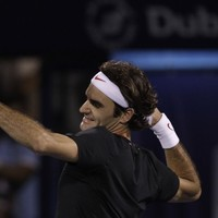 Federer marches past Murray in Dubai