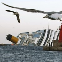 Captain of Costa Concordia 'wasn't wearing his glasses'