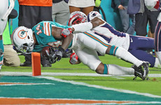 Cutler shines as Dolphins upset Brady to deny Patriots a divisional title