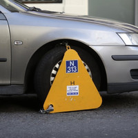 'It seems a bit like a trap to me': Drivers frustrated over lack of signs after being clamped
