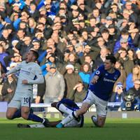 Big Sam's rejuvenated Everton keep Chelsea at bay
