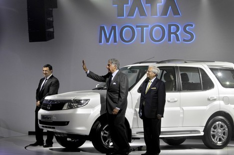 Tata Sons deputy chairman Cyrus Mistry (left), chairman Ratan Tata (centre) and Tata Motors vice-chairman Ravi Kant pose during a press preview at the India Auto Expo in New Delhi.