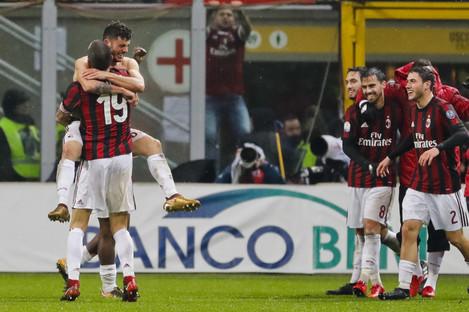 Patrick Cutrone celebrates his goal with his AC Milan team-mates.