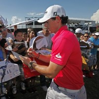 Rory McIlroy hangs on to No 1 as Rose breaks top 10