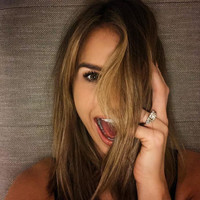 Vogue Williams shared a photo of her €170,000 ring in her engagement announcement