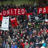 Man United fans respond to Mourinho criticism