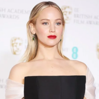 Twitter is bloody raging with Jennifer Lawrence for insulting a British 'national treasure'