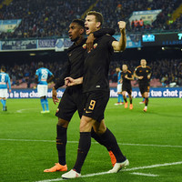 Roma end Napoli's 10-win streak to throw Serie A title race wide open