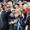 Obama surprises student with sign language