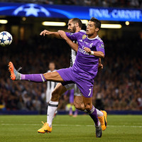 Tough-tackling Juventus defender Chiellini doesn't expect to stop Ronaldo scoring this evening