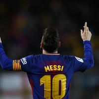 Messi hat-trick helps Barcelona equal record unbeaten streak