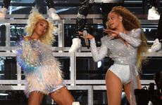 Beyoncé and Solange took a bit of a tumble at Coachella last night and people on Twitter were very amused