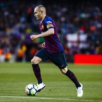 Stunner from Coutinho lights up Iniesta's Barca farewell match