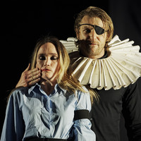 Actor who got struck in face playing Hamlet takes to stage in same role tonight