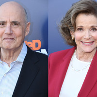 People are criticising the male stars of Arrested Development for defending Jeffrey Tambor's behaviour towards Jessica Walter