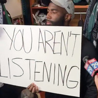 NFL player gives silent interview to media, holds up signs to support protests instead