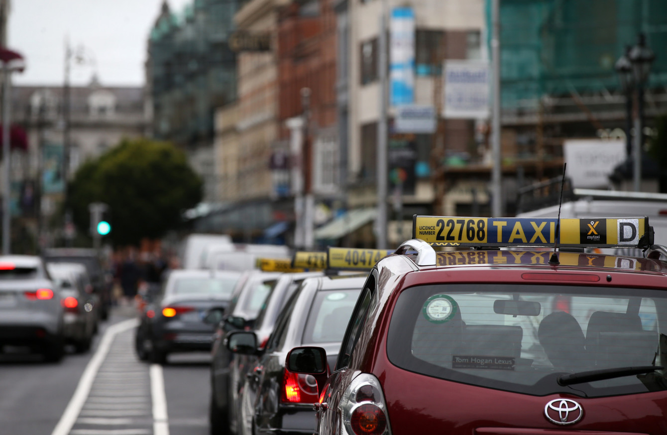 Hoteliers say taxis should be forced to offer card payments as a