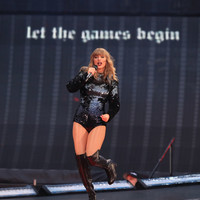 Taylor Swift kicked off her Reputation Tour with a tribute to victims of last year's Manchester Arena bombing