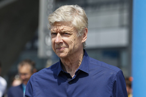 Ray Parlour expects Arsene Wenger, pictured above, to continue on in management.